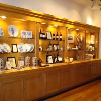 Shopping at Markham Winery